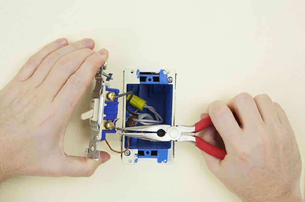 MultiClient integriranim KVM prekidačem koji omogućuju dvostruko povezivanje i.